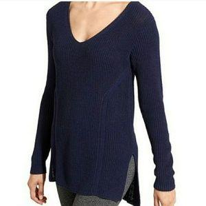 ATHLETA highline hi-low v-neck tunic navy sweater